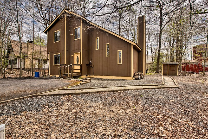 'Pocono Country Place' - 500 Feet to Dresser Lake!, vacation rental in Tobyhanna