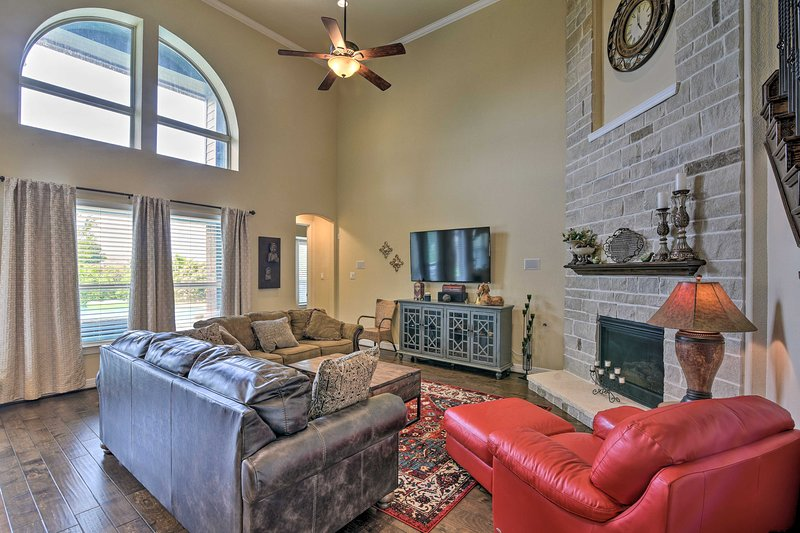 Luxurious Family Home in League City w/Heated Pool, vacation rental in La Porte