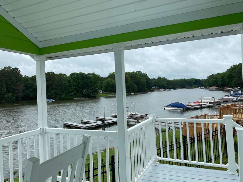 Cabin 16-Lake Front Tiny Home, holiday rental in Sherrills Ford