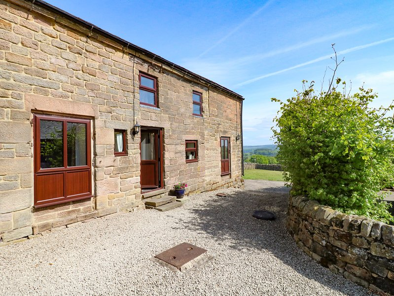 WIGWELL BARN all ground floor, on a working farm, beautiful views in Wirksworth, holiday rental in Wirksworth