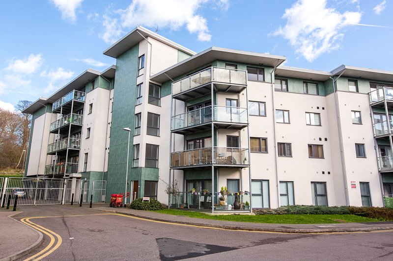 Brentwood 2 Bedroom 2 Bathroom Apartment with Secure Parking, Ferienwohnung in Basildon