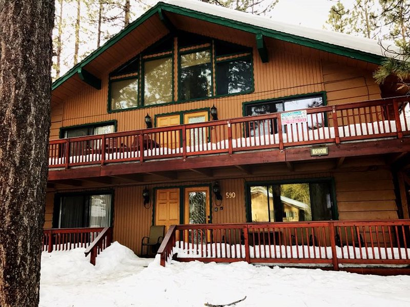 Snow covered Big Bear Cool Cabins, Summit Escape A front