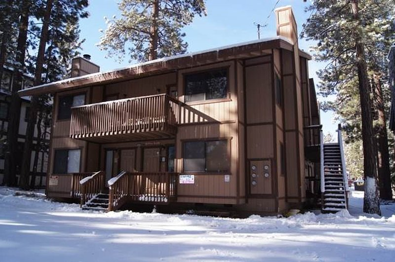 Snow covered Big Bear Cool Cabins, Summit X-ross Roads front