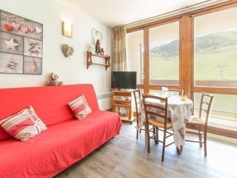STUDIO DE 24 M² TOUT CONFORT AVEC VUE SUR LES PISTES, holiday rental in Le Corbier