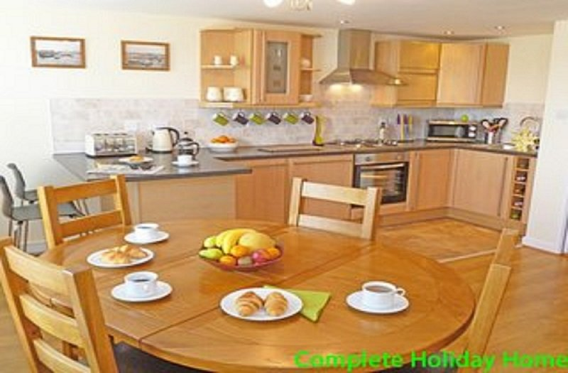 Waterfront Quay -  2 bedroom modern apartment sleeping 4 (+2), vacation rental in Gosport