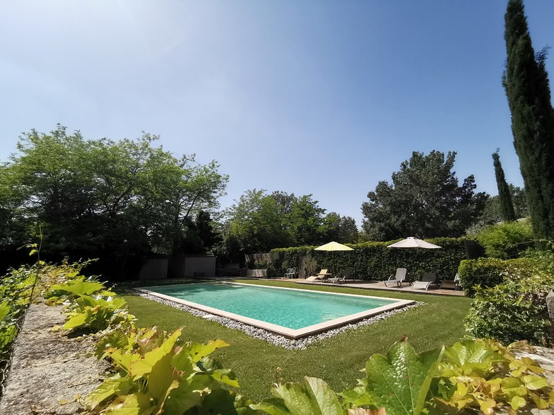Gite Lilac - Studio Apartment and Artist Retreat in Provence, holiday rental in Alleins