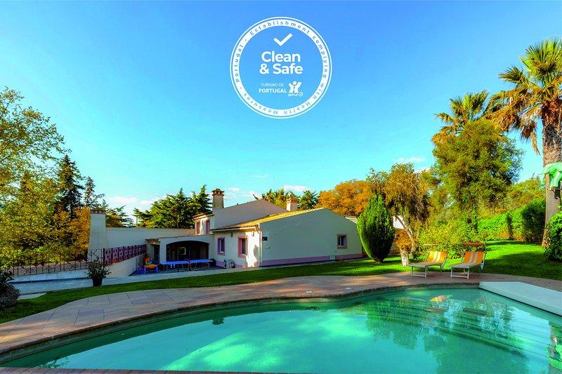 Magnificent villa in the countryside, private garden, sauna and pool, casa vacanza a Odelouca