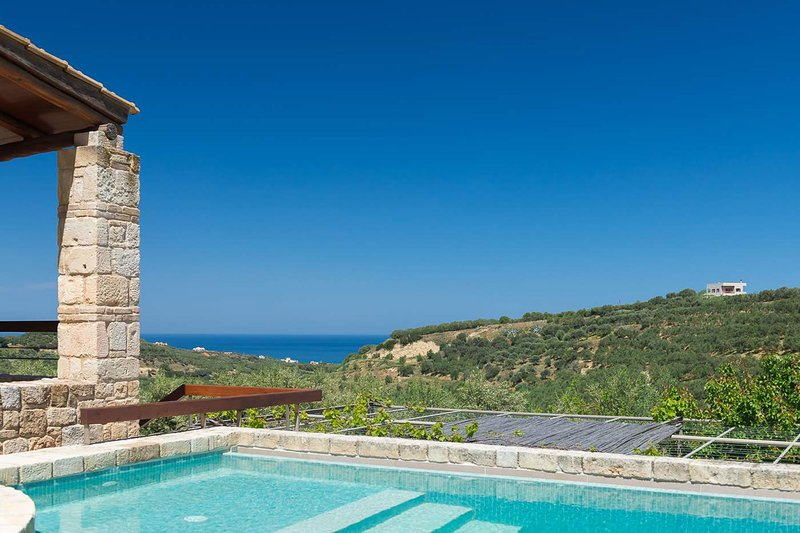 Margarita's Villa IV - on quiet hill slope close to sandy beaches & Chania, location de vacances à Theriso