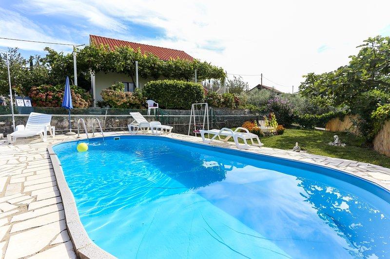Apartments Desin - One Bedroom Apartment with Terrace and Garden View, alquiler de vacaciones en Molunat