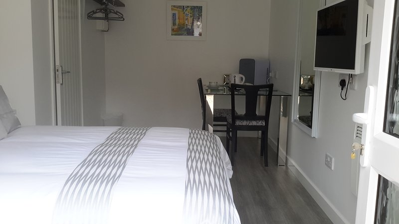 Cabin 5 - Double room with shower & tea/coffee making facilities, location de vacances à Halstead