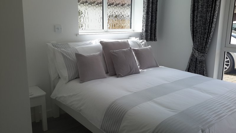 Cabin 4 - Double room with shower & tea/coffee making facilities, vacation rental in Castle Hedingham
