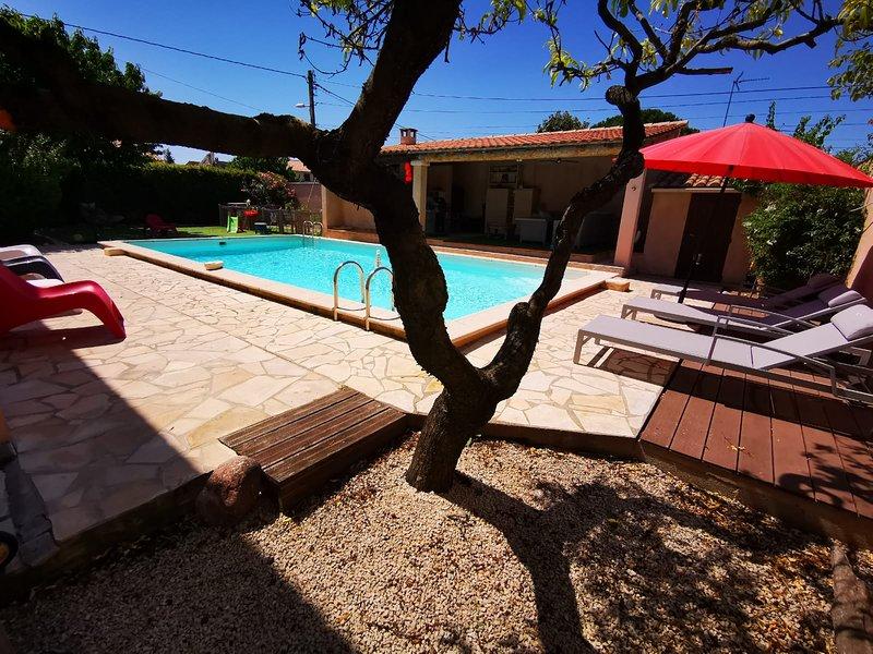 joli appartement indépendant avec piscine chauffée chez propriétaire, holiday rental in Caveirac