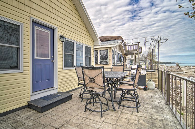 NEW! Sunny, Modern Waterfront Cottage in Erie!, alquiler de vacaciones en Erie