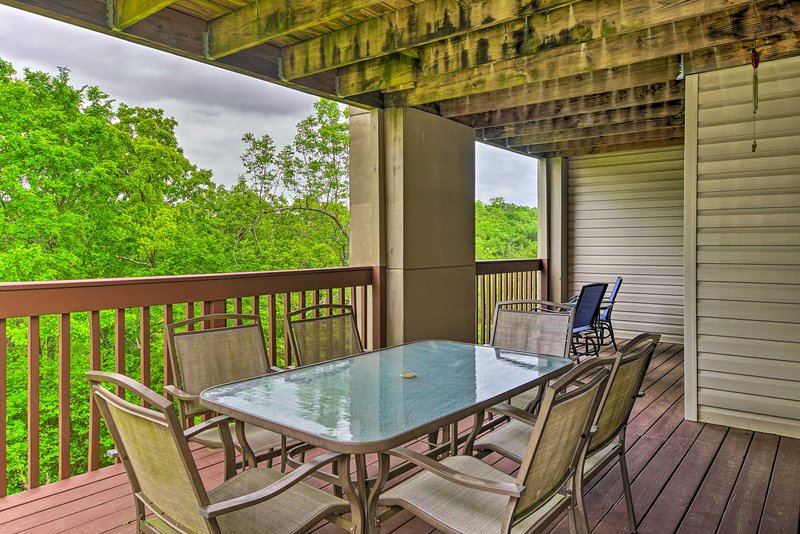 Enjoy a meal on the furnished deck after a day at the lake!