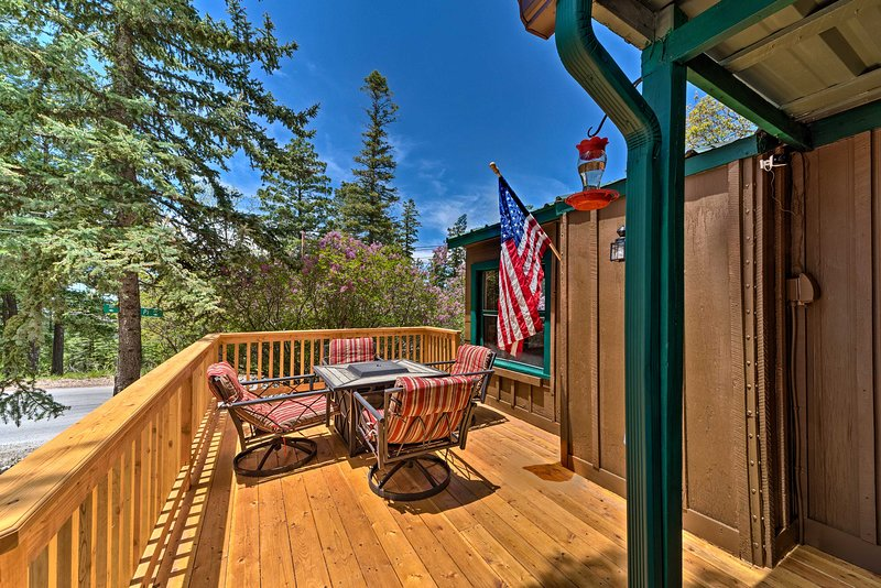 NEW! Cozy Outdoorsy Haven by Golf Course w/ Deck!, holiday rental in Cloudcroft
