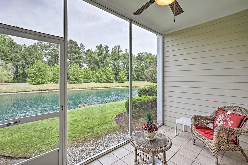 Chic Myrtle Beach Condo at Barefoot Resort w/Pool!, holiday rental in Arcadian Shores