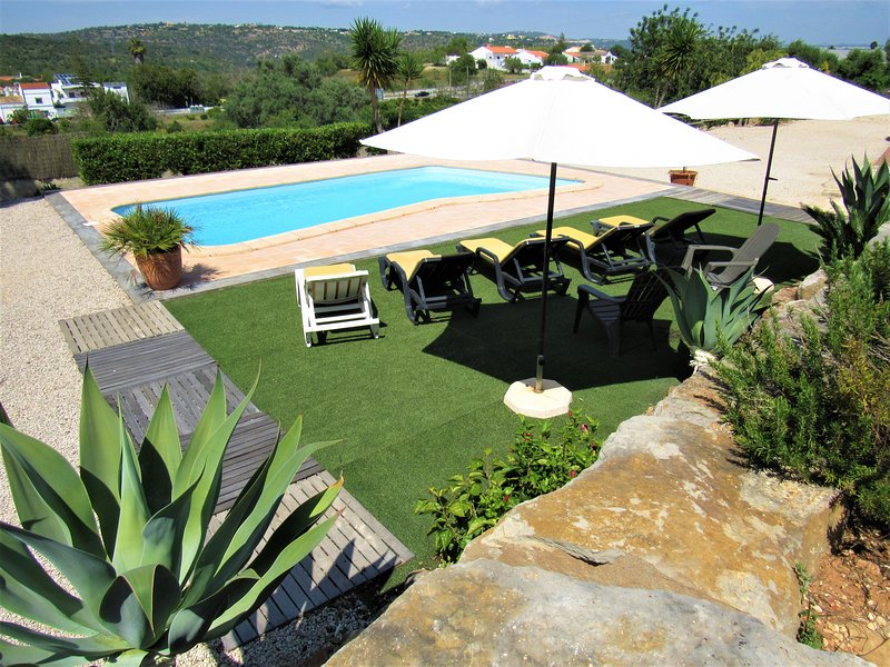 Apartamento Albufeira, WIFI, saltwater pool,BBQ,table tennis, Terrace, Park., vacation rental in Albufeira