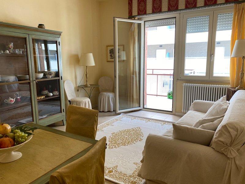 Elegante appartamento con terrazzo vista mare, casa vacanza a San Giovanni in Marignano