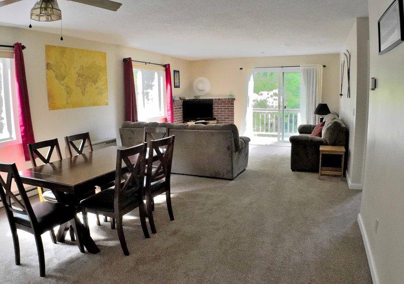 Family-friendly riverside retreat near North Conway, aluguéis de temporada em Conway