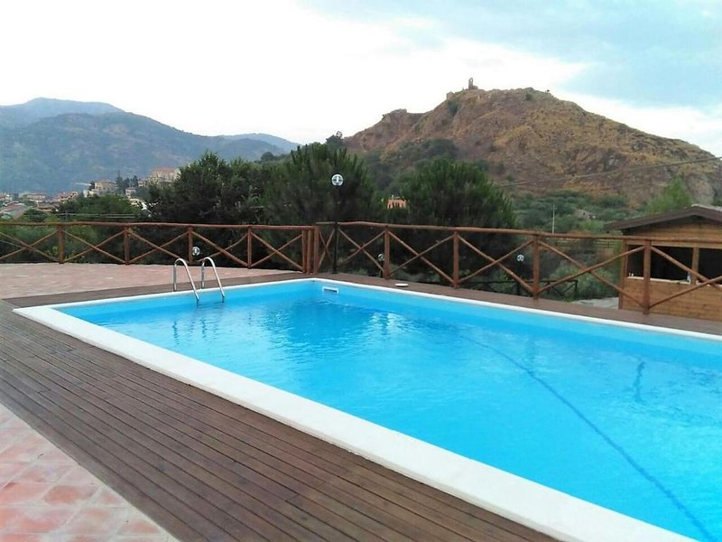 Villa Alcantara, holiday rental in Passopisciaro