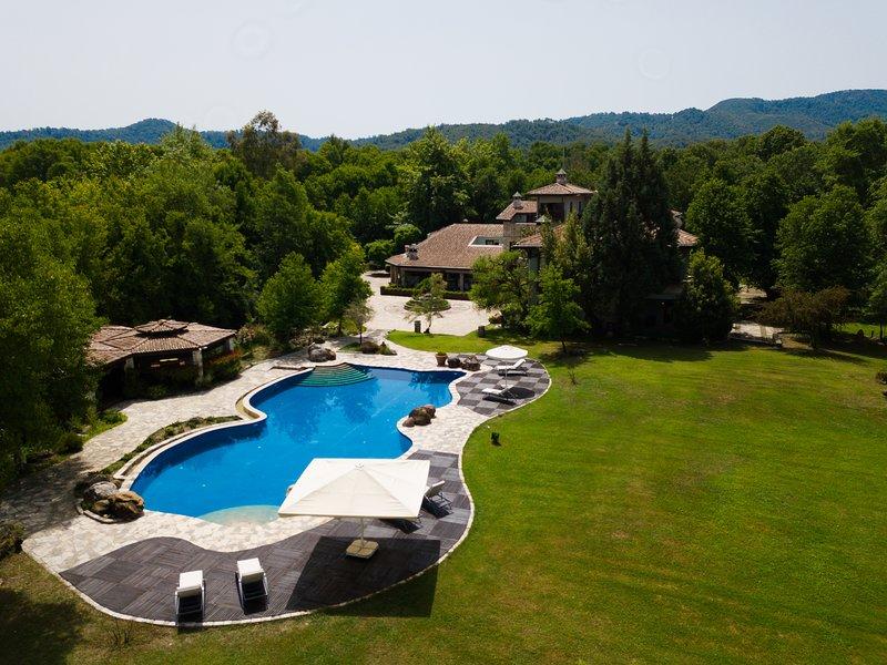 Villa Kashmir, a perfect environment for getaways, 25 people, holiday rental in Koycegiz