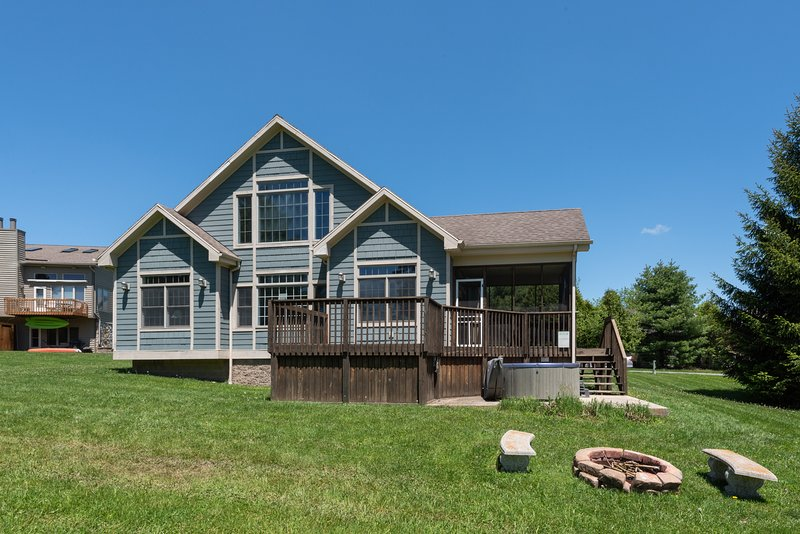 Chalet By The Lake, vacation rental in McHenry