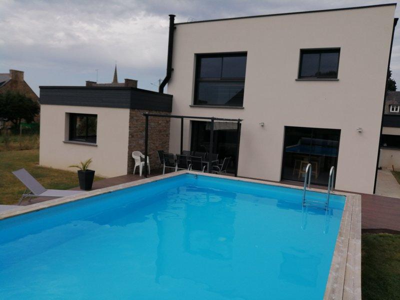 Maison d'architecte avec piscine, holiday rental in Henansal