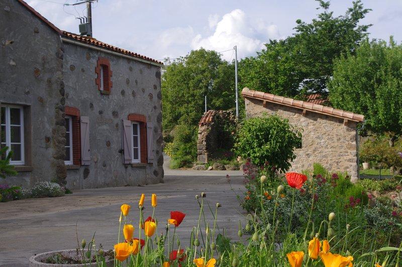 Gîte en milieu rural 6 personnes, classé  3 étoiles confortable et bien équipé., holiday rental in Montournais