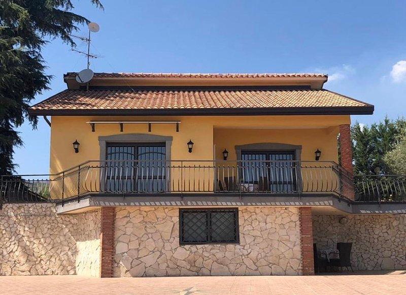 La Rosa dei Venti - Villetta ai piedi dell'Etna, holiday rental in Pedara