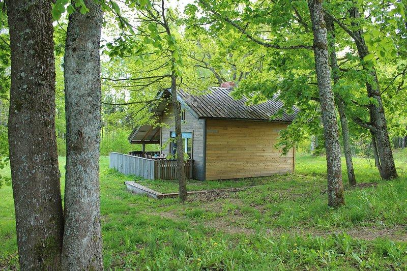 Wild'ness Retreat in Gauja Park - Wild Birch cabin, alquiler de vacaciones en Letonia