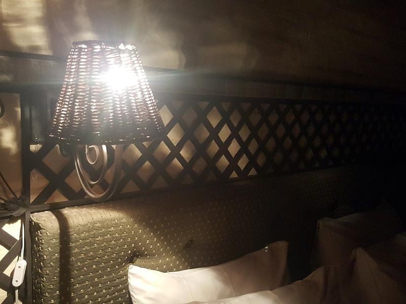 Essential Rose Room African Silhouette Country House for Essential Workers, alquiler de vacaciones en Brakpan