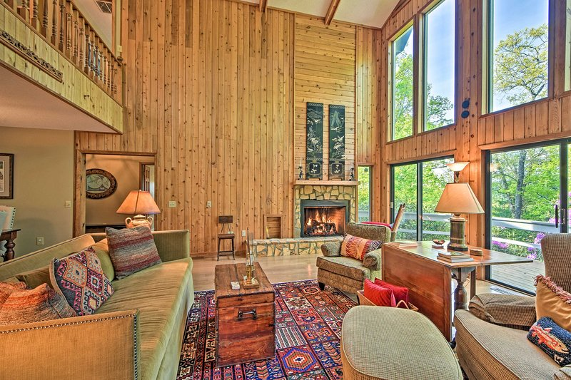 NEW! Spacious Sky Valley Home w/ Deck + Mtn Views!, holiday rental in Dillard