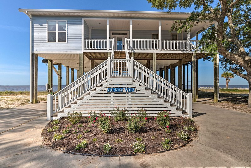 'Sunset View': Serene Gulf Getaway w/ Service Lift, holiday rental in Gautier