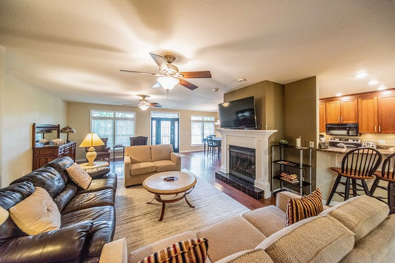 Grand Rivers Home - Walk to Lakes & National Park!, holiday rental in Calvert City