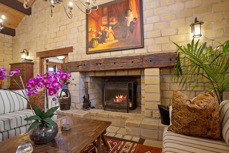 Luxury Tuscan Farmhouse Villa Casa Maria, vacation rental in Te Aroha