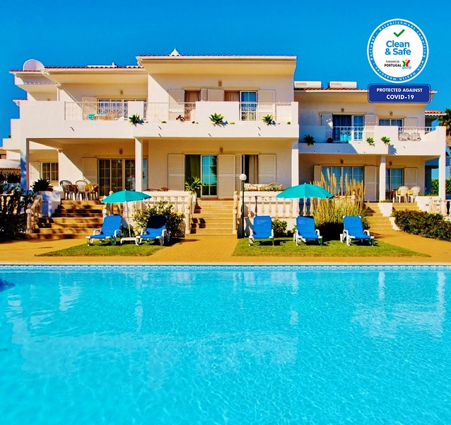 LOVELY APARTMENT BV 1 W/ SEA VIEW, FREE HEATED SWIMMING POOL, A/C & FREE WI-FI, holiday rental in Sesmarias