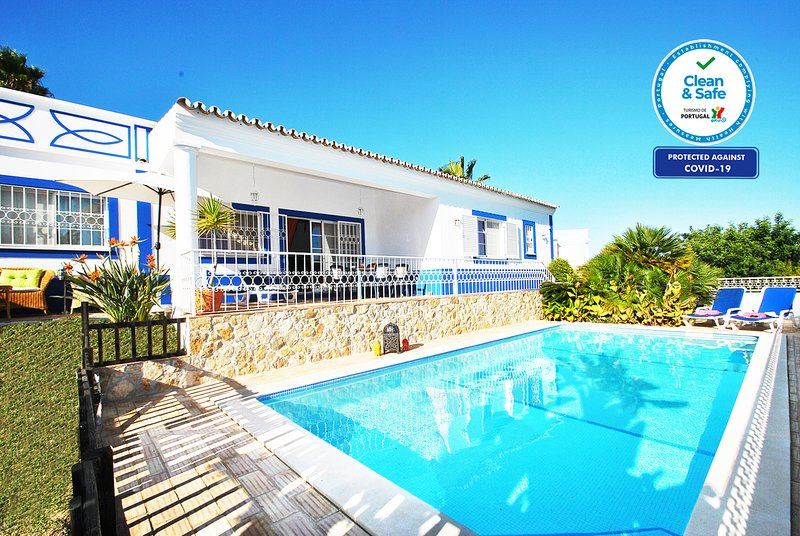 LOVELY VILLA W PRIVATE POOL, AIR CON, BBQ, Wi-Fi & CLOSE TO AMENITIES!, holiday rental in Guia