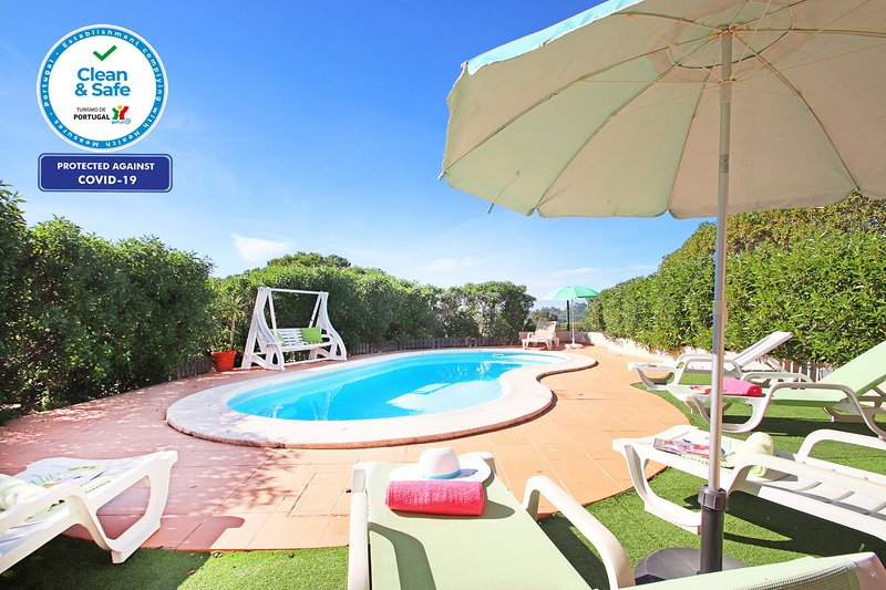BEAUTIFUL VILLA, PRIVATE POOL, A/C, WI-FI, SEA VIEW & ONLY 50 METERS FROM GOLF!!, holiday rental in Benagil