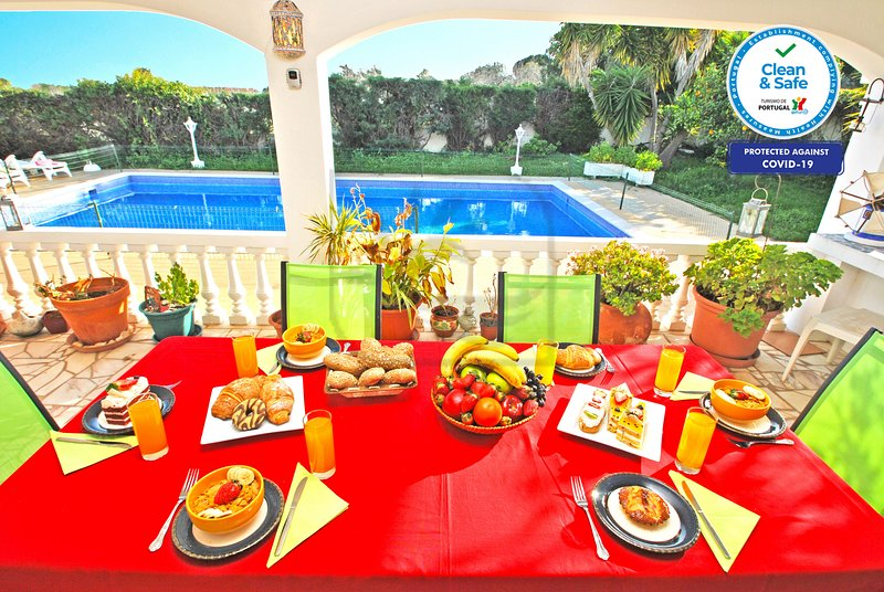 DELIGHTFUL DETACHED VILLA, WITH PRIVATE POOL & WI-FI, vacation rental in Calvana