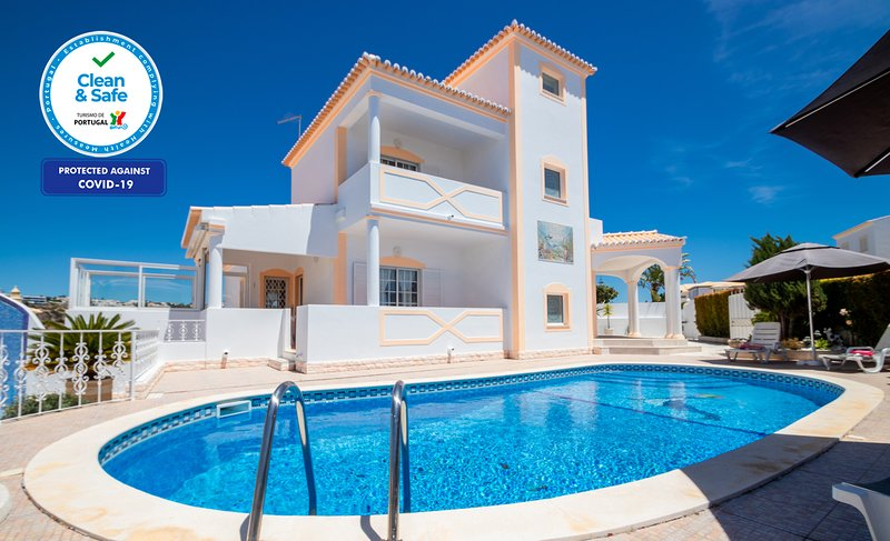 OUTSTANDING VILLA, WITH PRIVATE HEATABLE POOL, FREE WI-FI, VERY CLOSE TO THE BEA – semesterbostad i Albufeira