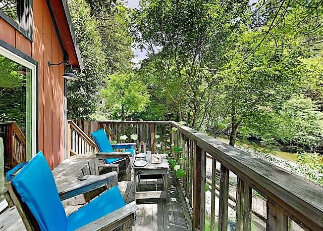 New Listing! Creek-Side Hideaway in the Redwoods w/ Loft & Private Deck, holiday rental in Duncans Mills