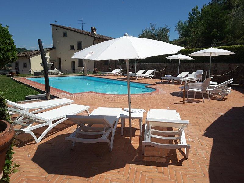 Rocca Palazzaccio - appartamenti Chianti a soli 6 km da Firenze, holiday rental in Tavarnuzze