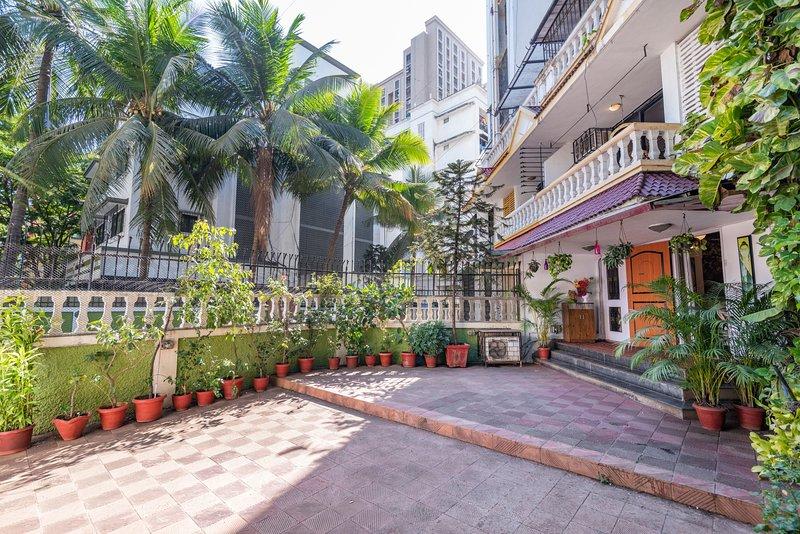 Swish 4 BHK Bunglow near Infinty IT park, holiday rental in Mumbai