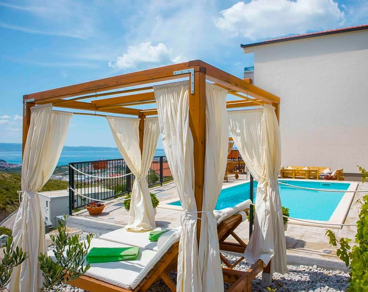 Villa Hill with a beautiful sea view, holiday rental in Kucine
