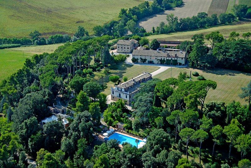 charming apartment in our historical Villa, location de vacances à Appignano