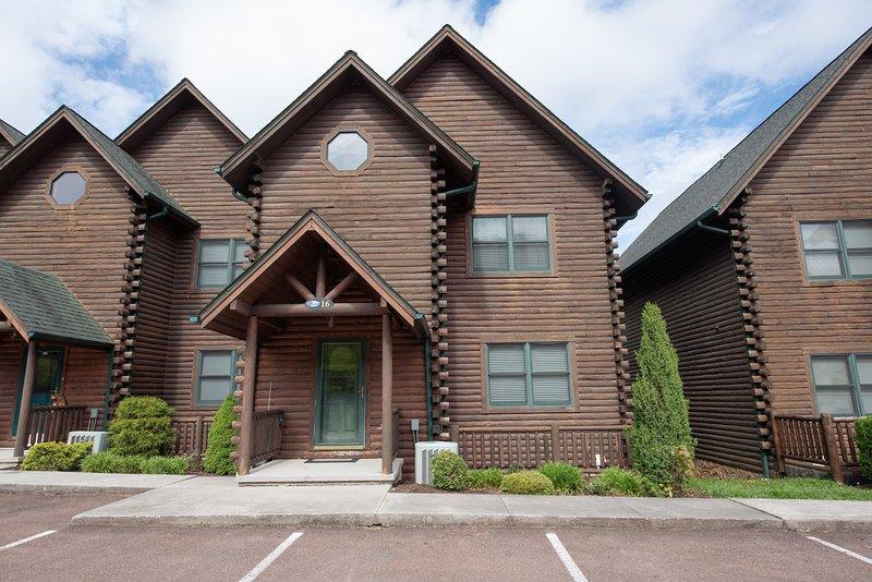 Cedar Shores Villa #16, vacation rental in McHenry
