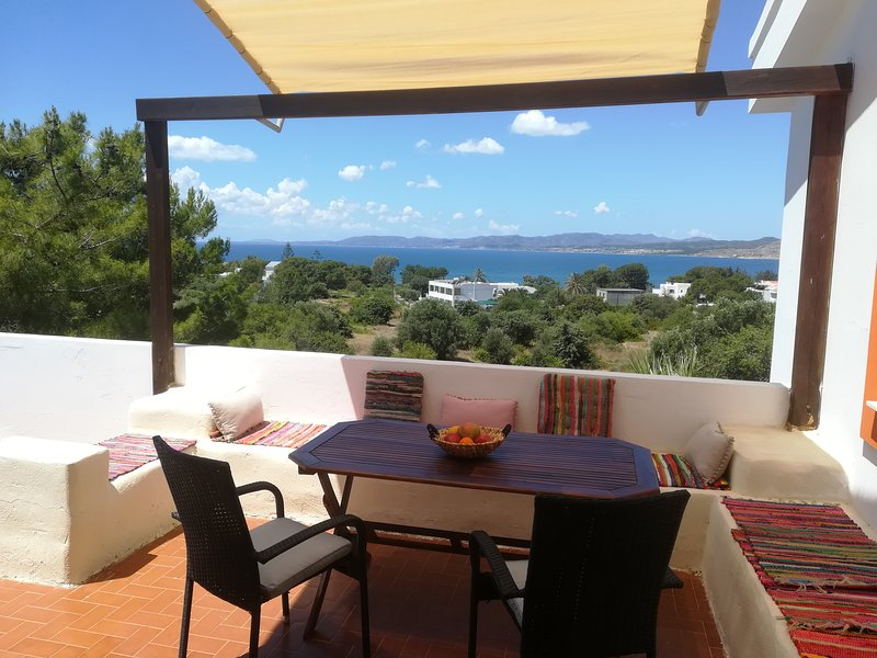 Beautiful 2 bedroom apartment in Pefkos with lovely sea view!, location de vacances à Pefki