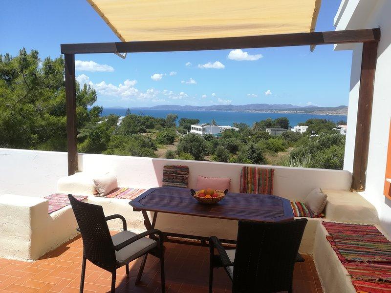 Beautiful 2 bedroom apartment in Pefkos with lovely sea view!, aluguéis de temporada em Pefki