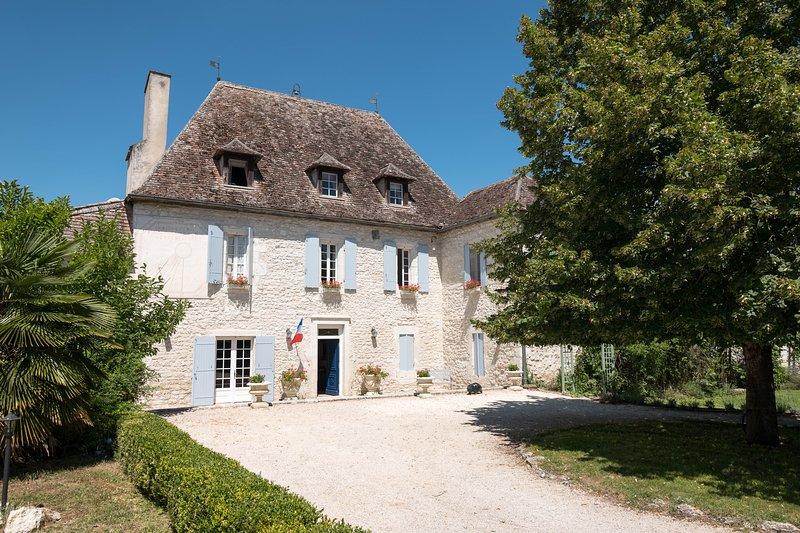 Manoir historique - Piscine - 20 pers - 9ch - 9sdb - proche village - privée, location de vacances à Agnac