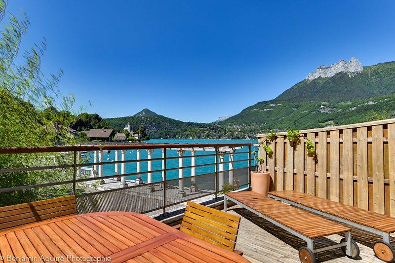 L'Angle du Lac - Duplex les pieds dans l'eau du Lac d'Annecy, holiday rental in Duingt